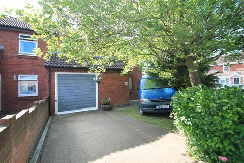 3 bedroom end of terrace house for sale - Kennet Close, Aylesbury