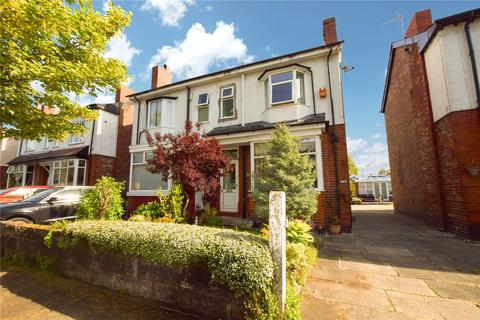 3 bedroom semi-detached house for sale - Urban Road, Sale, Greater Manchester, M33