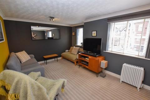 2 bedroom apartment for sale - Springbank Gardens, Lymm