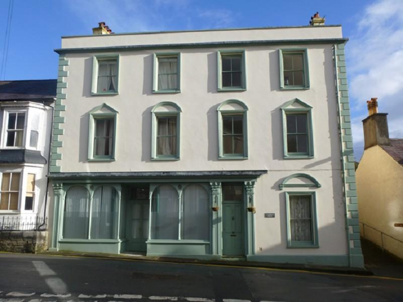 4 Bedrooms End Of Terrace House for sale in 22 22b Carmarthen Street, Llandeilo, Carmarthenshire.