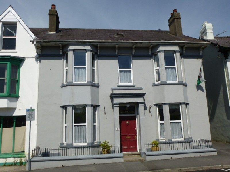 5 Bedrooms Semi Detached House for sale in Crescent Road, Llandeilo, Carmarthenshire.