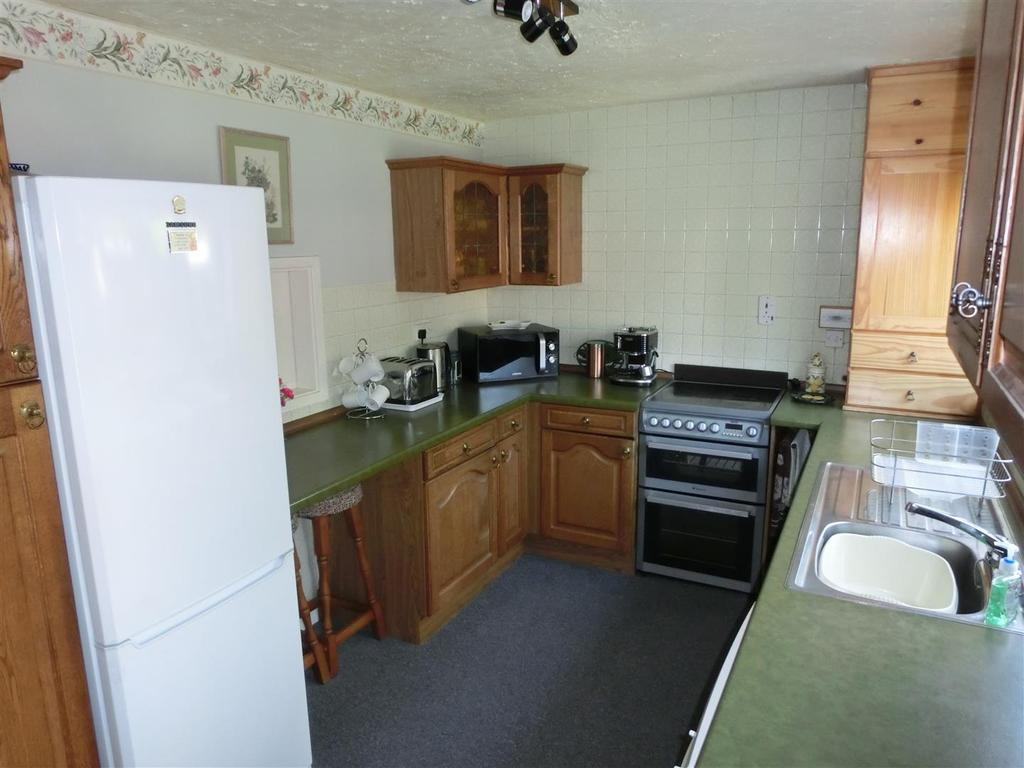 Sidenhill Close 20 Kitchen.jpg