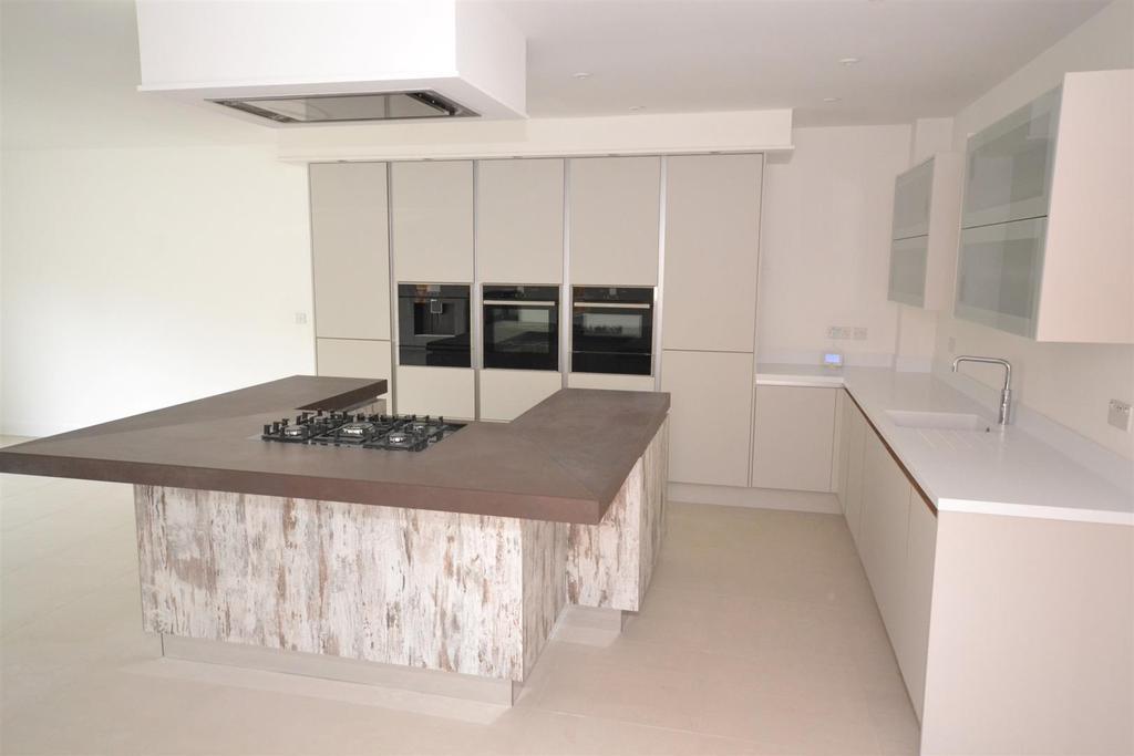 Kitchen.....JPG