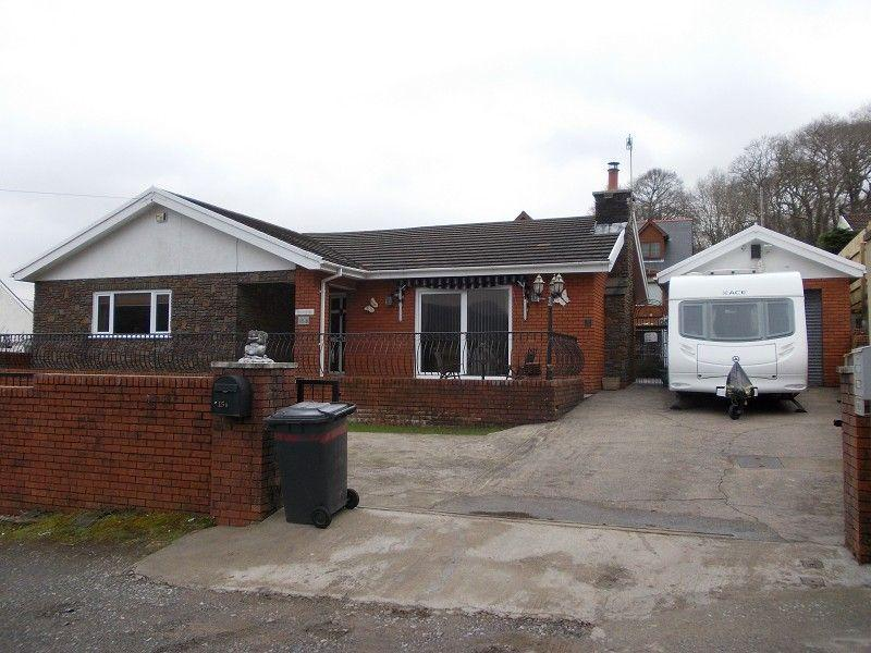 3 Bedrooms Detached Bungalow for sale in Glan Gwerelych, Pontwalby, Glynneath, Neath.