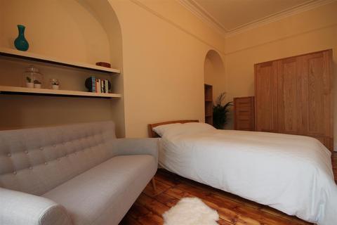 Studio to rent - Victoria Square, Jesmond