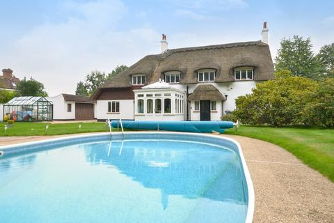 5 bedroom detached house for sale - The Chase, Tadworth, Kingswood, KT20