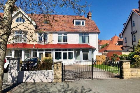 5 bedroom end of terrace house for sale - St Seiriols Road, Llandudno