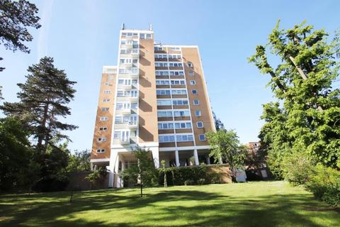 2 bedroom flat to rent - Craigmore Tower, Woking, GU22 7RB