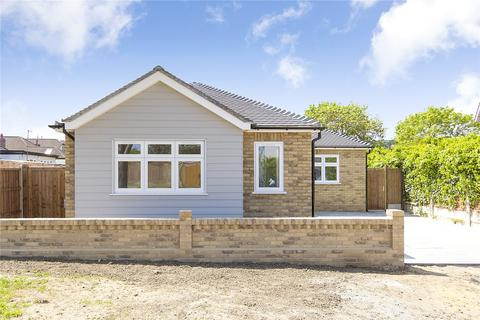 3 bedroom bungalow for sale - Brunswick Avenue, Upminster, RM14