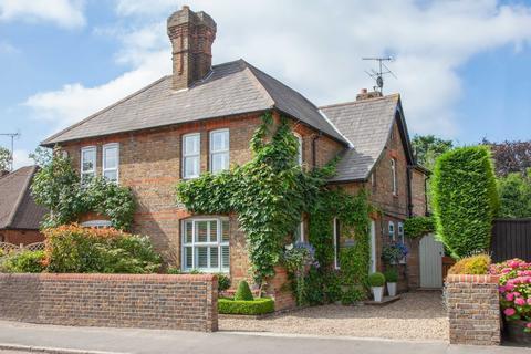 2 bedroom semi-detached house for sale - Bourne End