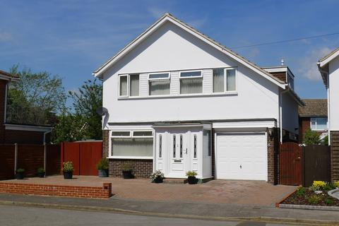 4 bedroom detached house for sale - CATISFIELD ROAD, CATISFIELD