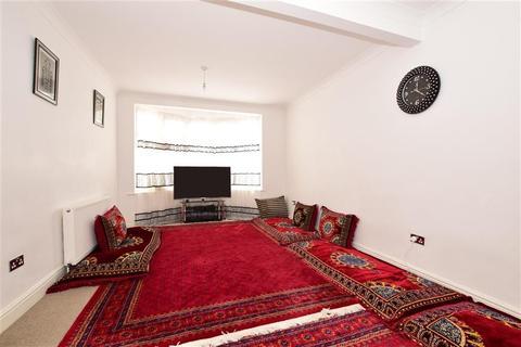 5 bedroom end of terrace house for sale - Harlow Road, Rainham, Essex