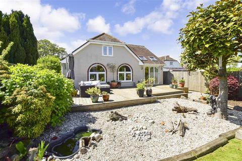 4 bedroom detached bungalow for sale - Bewsbury Cross Lane, Whitfield, Dover, Kent