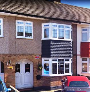 3 bedroom terraced house to rent - South Hall Drive, Rainham, Essex, RM13