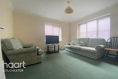 2 bedroom flat to rent - The Hythe
