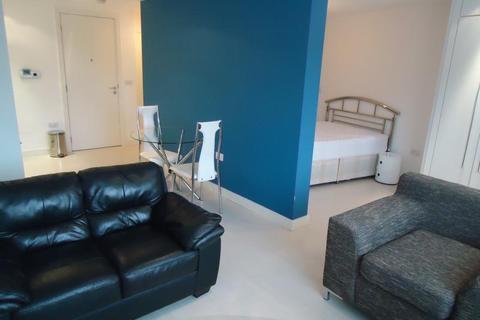 Studio to rent - Manor Mills
