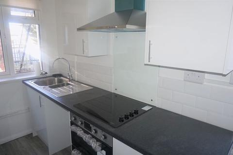 2 bedroom flat to rent - 2 Bed First Floor Flat, Millbrook Road West, Southampton