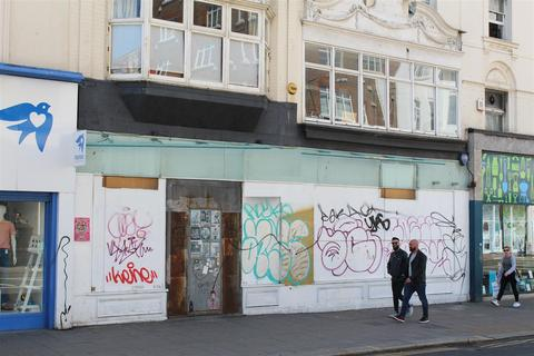 Retail property (high street) to rent - Western Road, Brighton