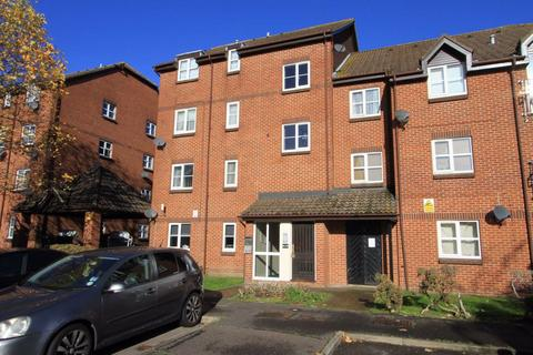 Studio to rent - Knowles Close, Yiewsley, Middlesex, UB7