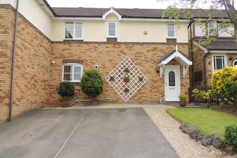 3 bedroom semi-detached house to rent - STUNNINGLY PRESENTLY 3 BEDROOM SEMI DETACHED HOUSE SET IN A DESIRABLE AND QUIET CUL-DE-SAC IN KINGSWOOD