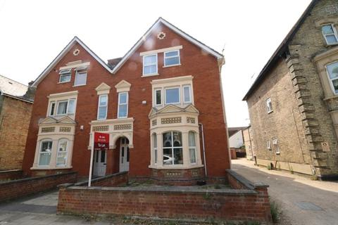 1 bedroom house to rent - Chaucer Road, Bedford
