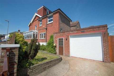 5 bedroom end of terrace house for sale - Motcombe Road, Eastbourne