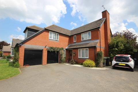 4 bedroom detached house for sale - Tavistock Avenue, Ampthill, Bedfordshire, MK45