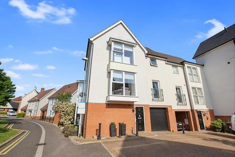 4 bedroom end of terrace house for sale - Montfort Drive, Chelmsford, Essex