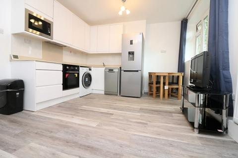 3 bedroom apartment to rent - Seven Sisters Road N7