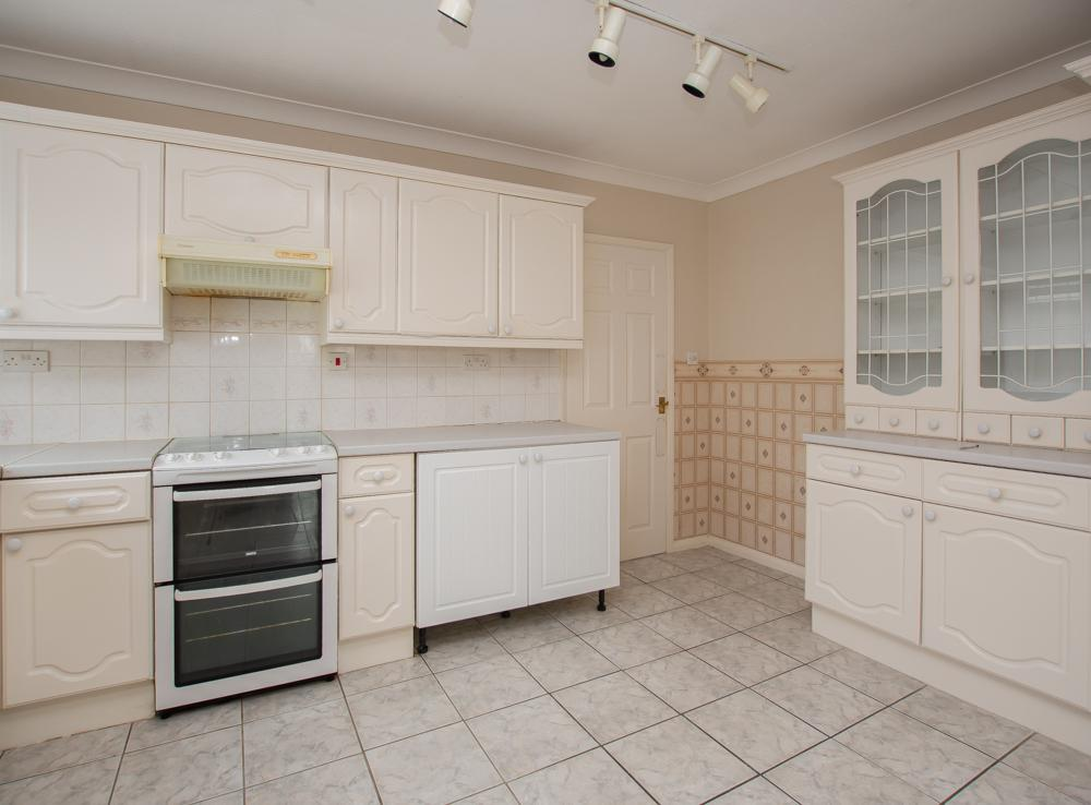 Manston Court Road Margate Ct9 2 Bed Bungalow For Sale