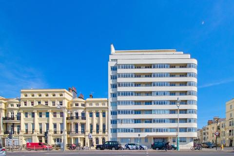 2 bedroom apartment for sale - Embassy Court, Brighton