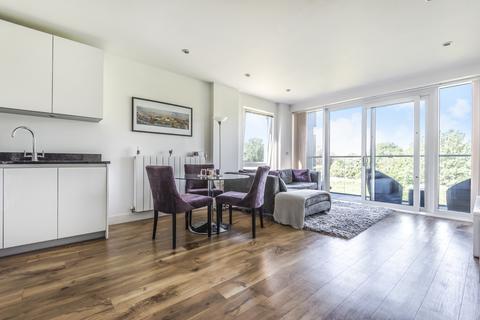 2 bedroom flat for sale - Dowding Drive London SE9