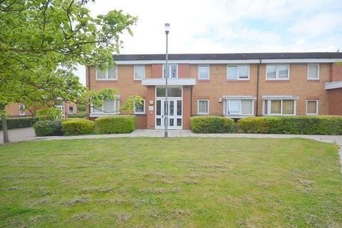 2 bedroom apartment to rent - Warwick Close, Hornchurch, RM11
