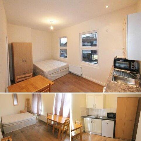 Studio to rent - Bell Lane, Hendon