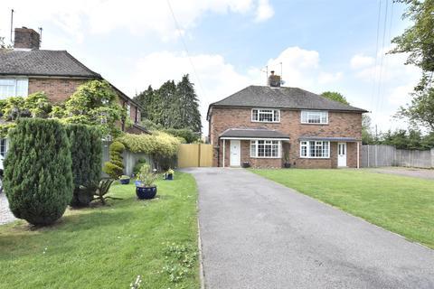 3 bedroom semi-detached house for sale - Bishops Drive, Bishops Cleeve, CHELTENHAM, Gloucestershire, GL52 8DR