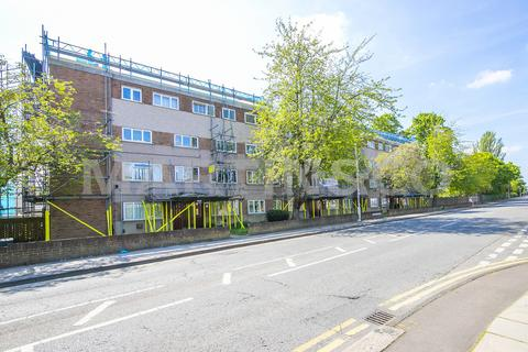 2 bedroom flat to rent - Cherry Court, Longwood Gardens, Barkingside