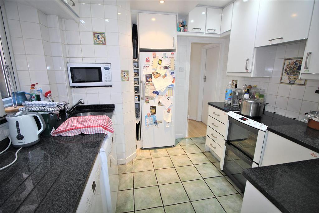 francklyn gardens edgware 5 bed house for sale 800 000. Black Bedroom Furniture Sets. Home Design Ideas