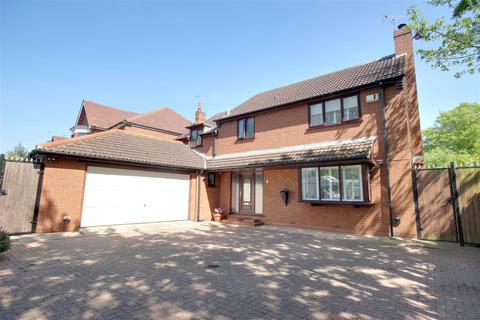 4 bedroom detached house for sale - Pickering Road, Hull