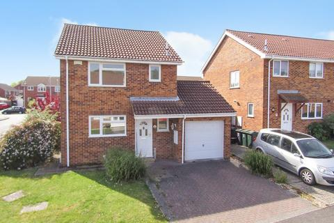 3 bedroom detached house for sale - Broadmead, Ashford
