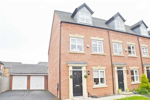3 bedroom townhouse for sale - Moniven Close, Latchford, Warrington