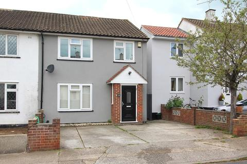 3 bedroom semi-detached house for sale - Milburn Crescent, Chelmsford, CM1