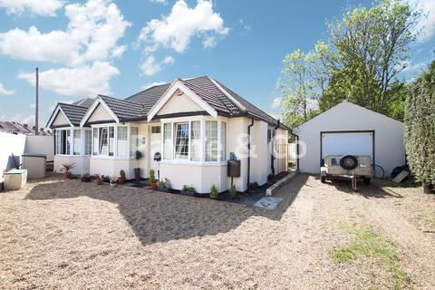 4 bedroom detached bungalow for sale - Kinfauns Avenue, HORNCHURCH, RM11