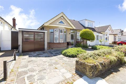 2 bedroom bungalow for sale - Ravenscourt Drive, Hornchurch, RM12