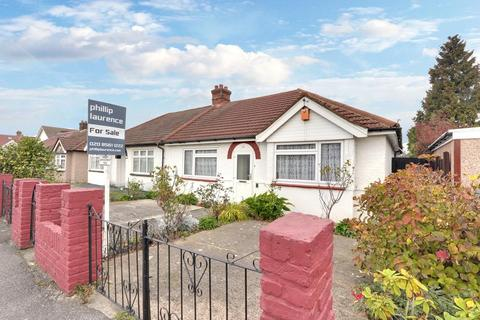6 bedroom semi-detached bungalow for sale - Yeading Gardens, Hayes UB4