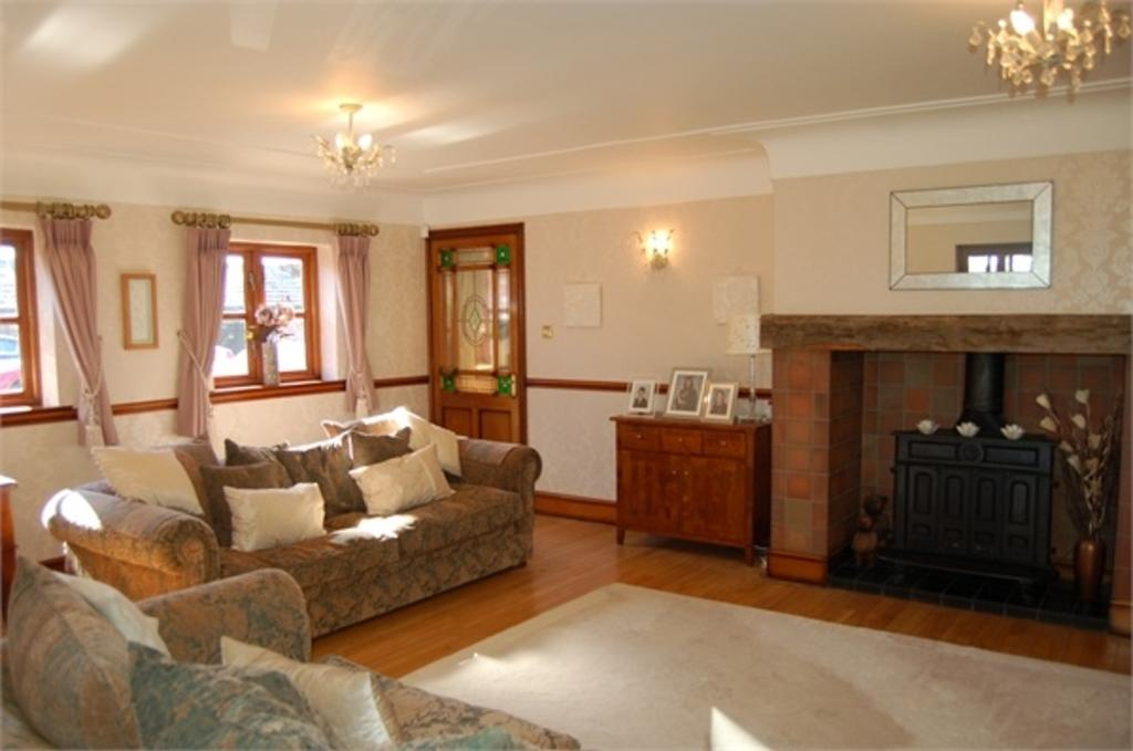4 Bedrooms Semi Detached House for sale in Ferny Knoll Road, Rainford, ST HELENS, Merseyside