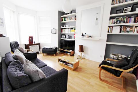 2 bedroom flat for sale - Carlingford Road, London, N15