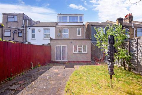 3 bedroom end of terrace house for sale - Westwood Road, Ilford, Essex
