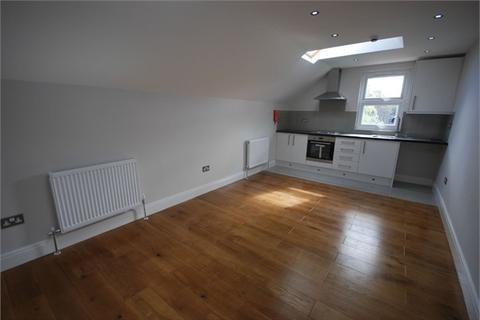 2 bedroom flat - Kidderminster Rd, West Croydon