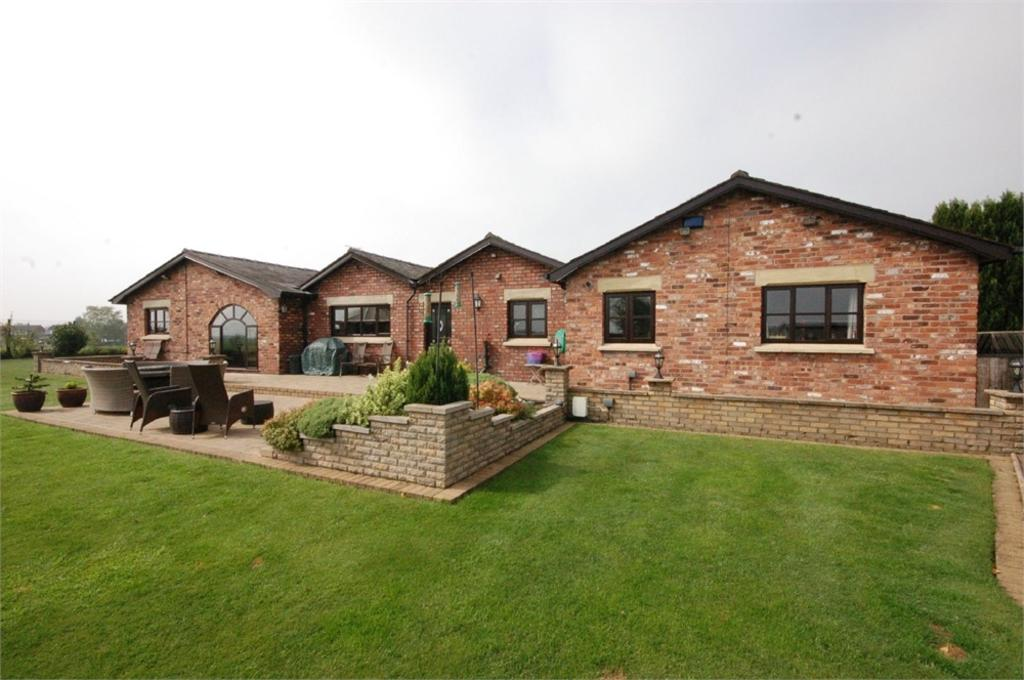 5 Bedrooms Detached Bungalow for sale in Ferny Knoll Road, Rainford, ST HELENS, Merseyside