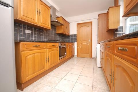 4 bedroom terraced house to rent - Warwick Road, Bounds Green